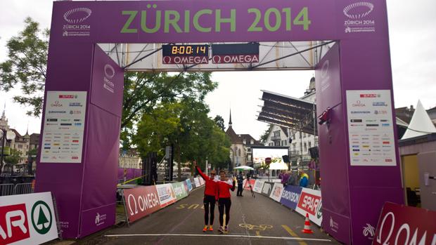 Marie et Laura Polli avant le départ le 14.08.2014 à Zurich [J. Genet].