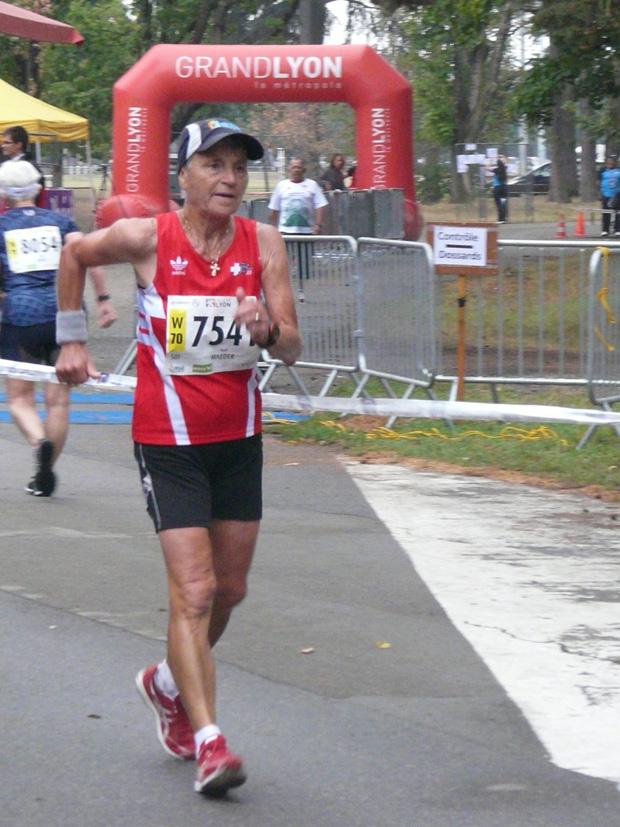 Heidi Maeder sur le 10km des Mondiaux vétérans à Lyon le 10 août 2015 [E. Tardi]