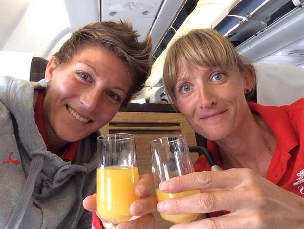 Laura et Marie Polli en vol pour Pékin le 17 août 2015 [Swiss Athletics]