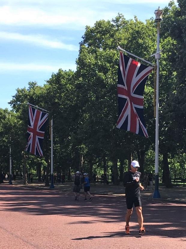 Alex Florez dans les rues de Londres à l'entraînement le 12 août 2017 [Marie Polli / Swiss Walking]